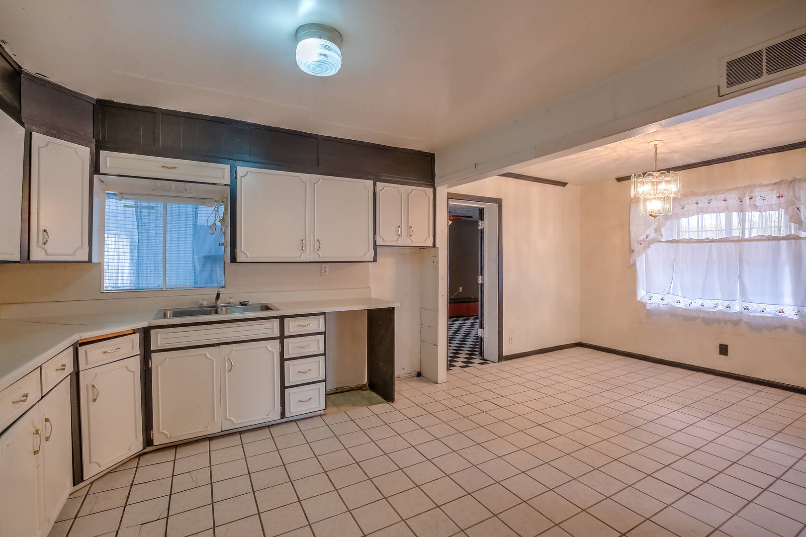 821 Whiting Rd SW Albuquerque, NM 87105