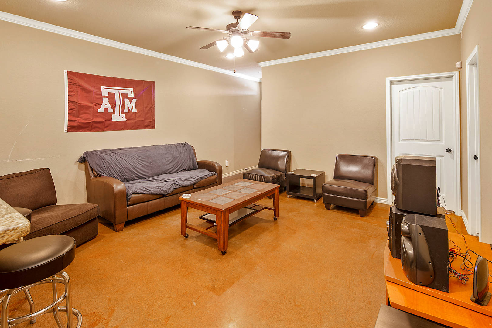 3209 Papa Bear College Station, TX 77845