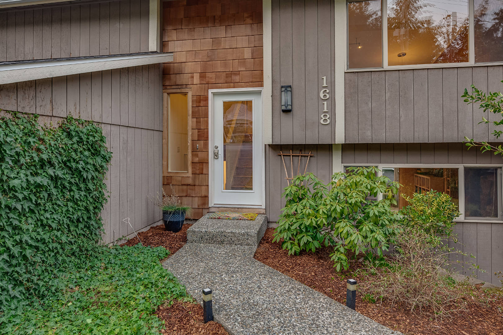 1618 NE 185th St Seattle, WA 98155