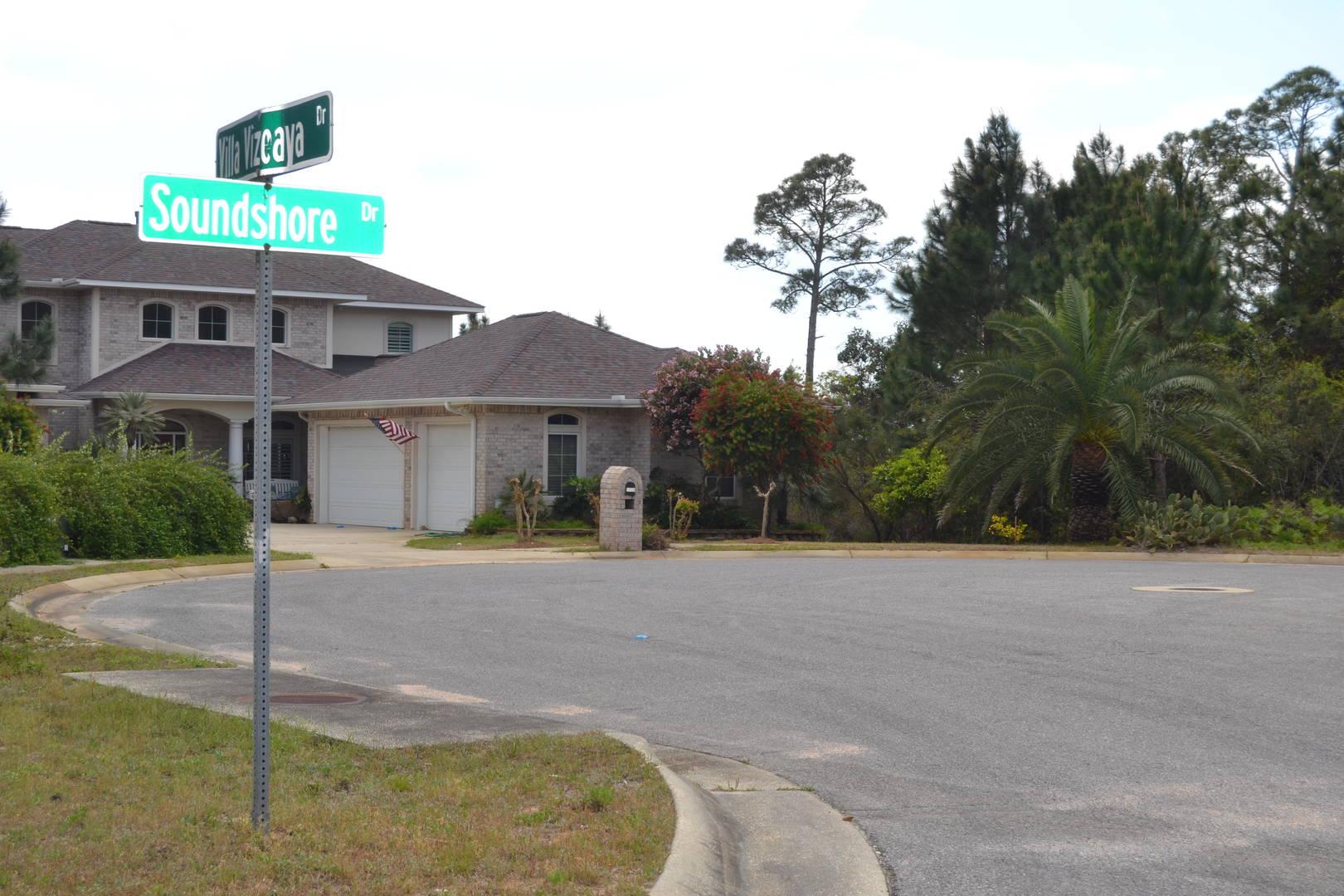 7463 Soundshore Dr Navarre, FL 32566