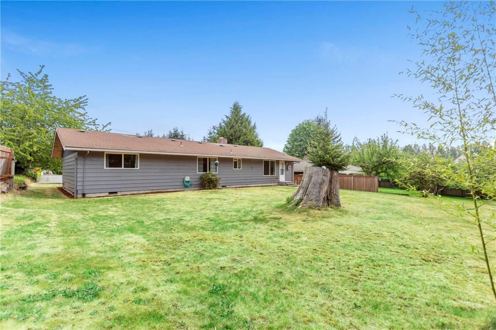 1422 Silver Lake Rd, Everett, WA 98208