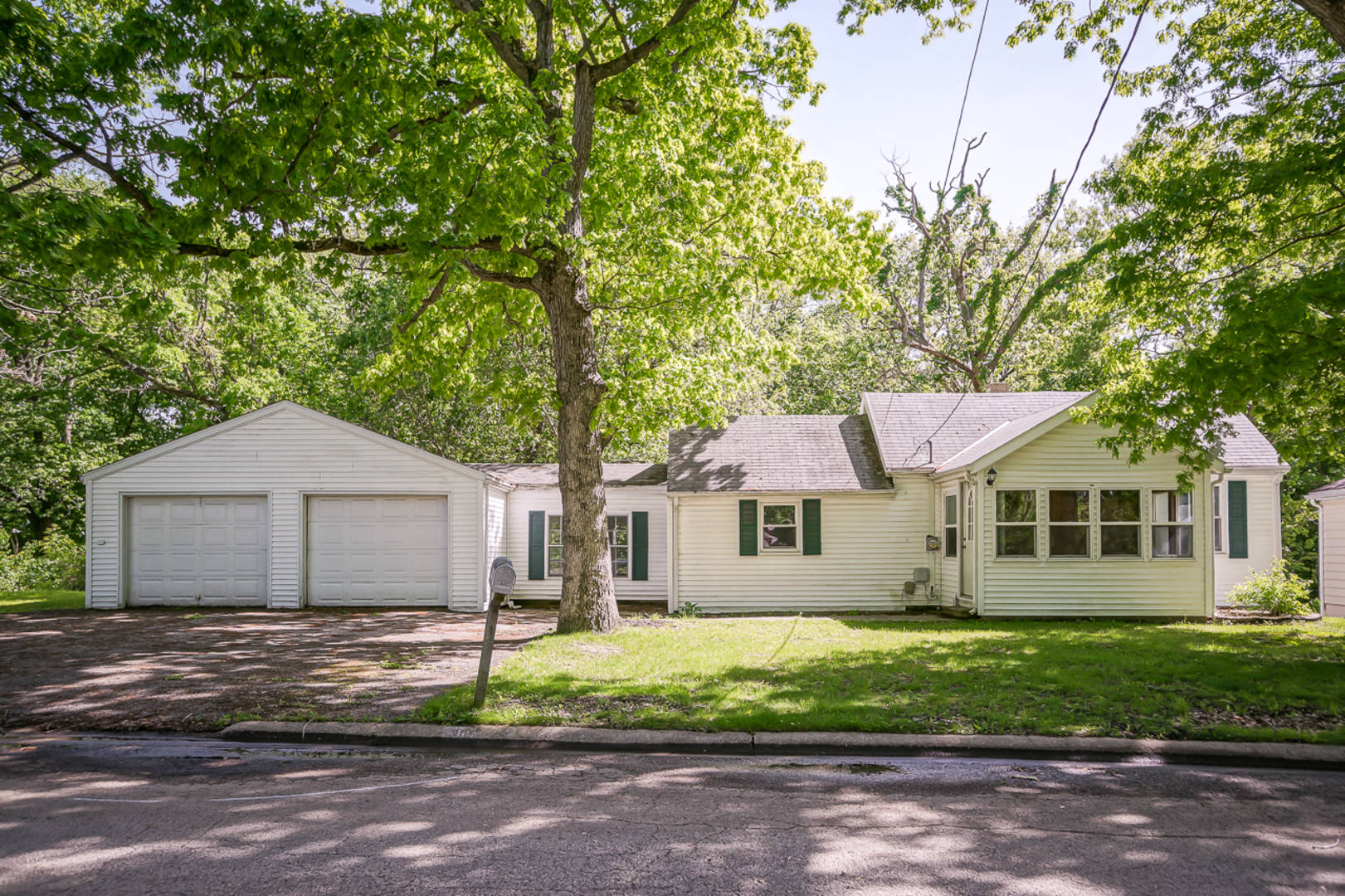 305 Valley View Ct East Peoria, IL 61611