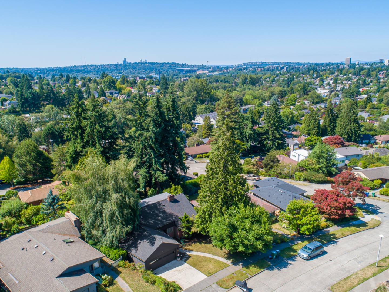 4815 Stanford Ave NE Seattle, WA 98105