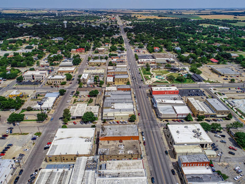 219 N. Main Street Taylor, TX 76574