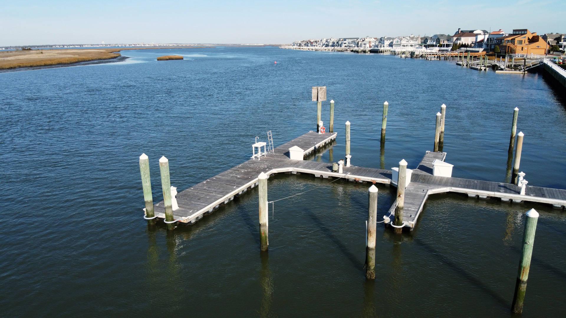 3 Spinnaker Ct Ocean City, NJ 08226