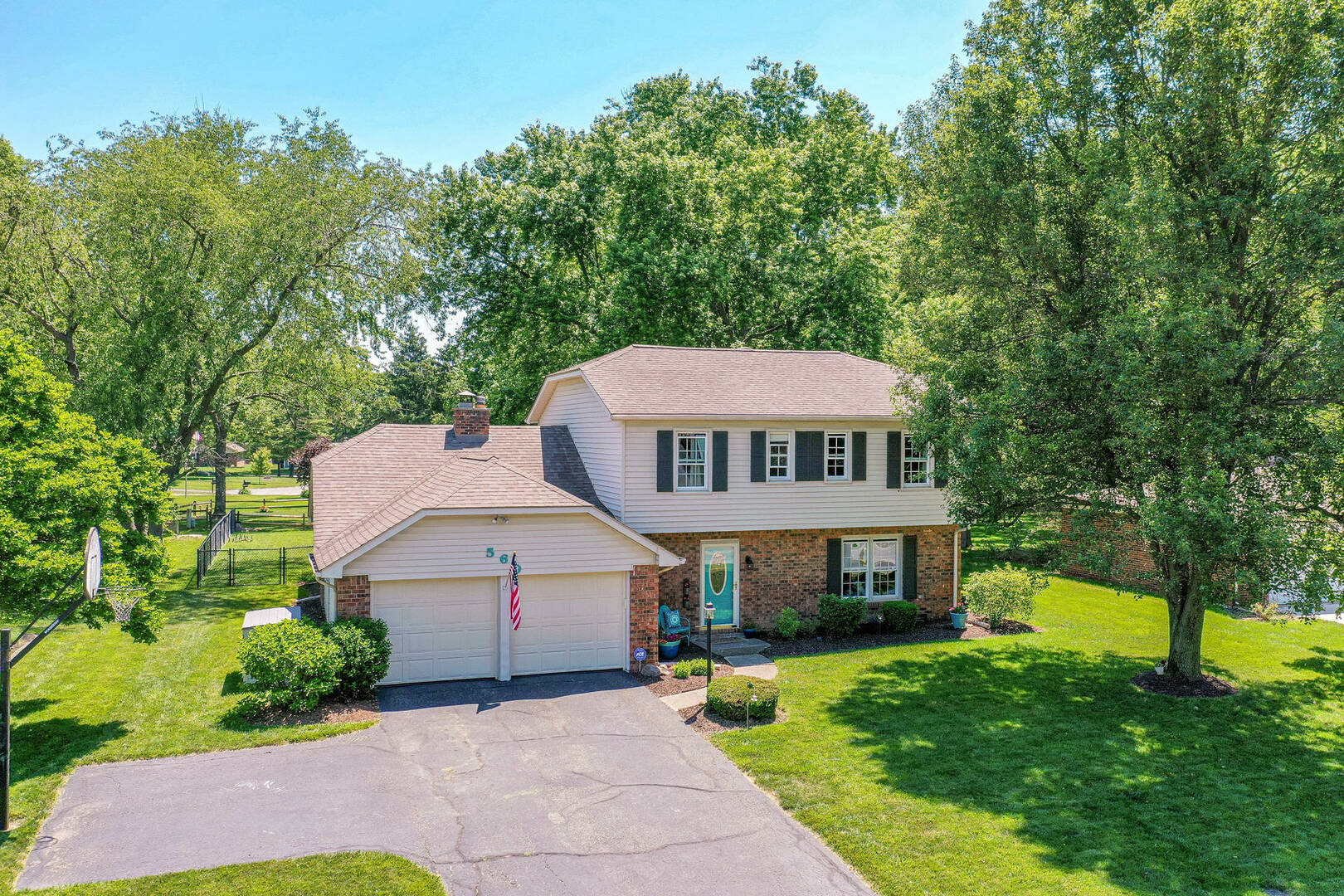 560 S. Harbour Dr. Noblesville, IN 46060