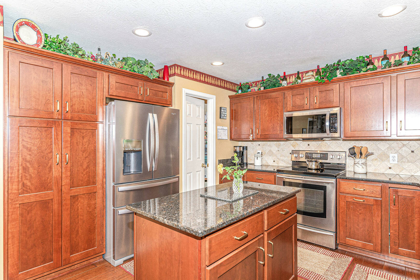 11800 Gatwick View Dr. Fishers, IN 46038