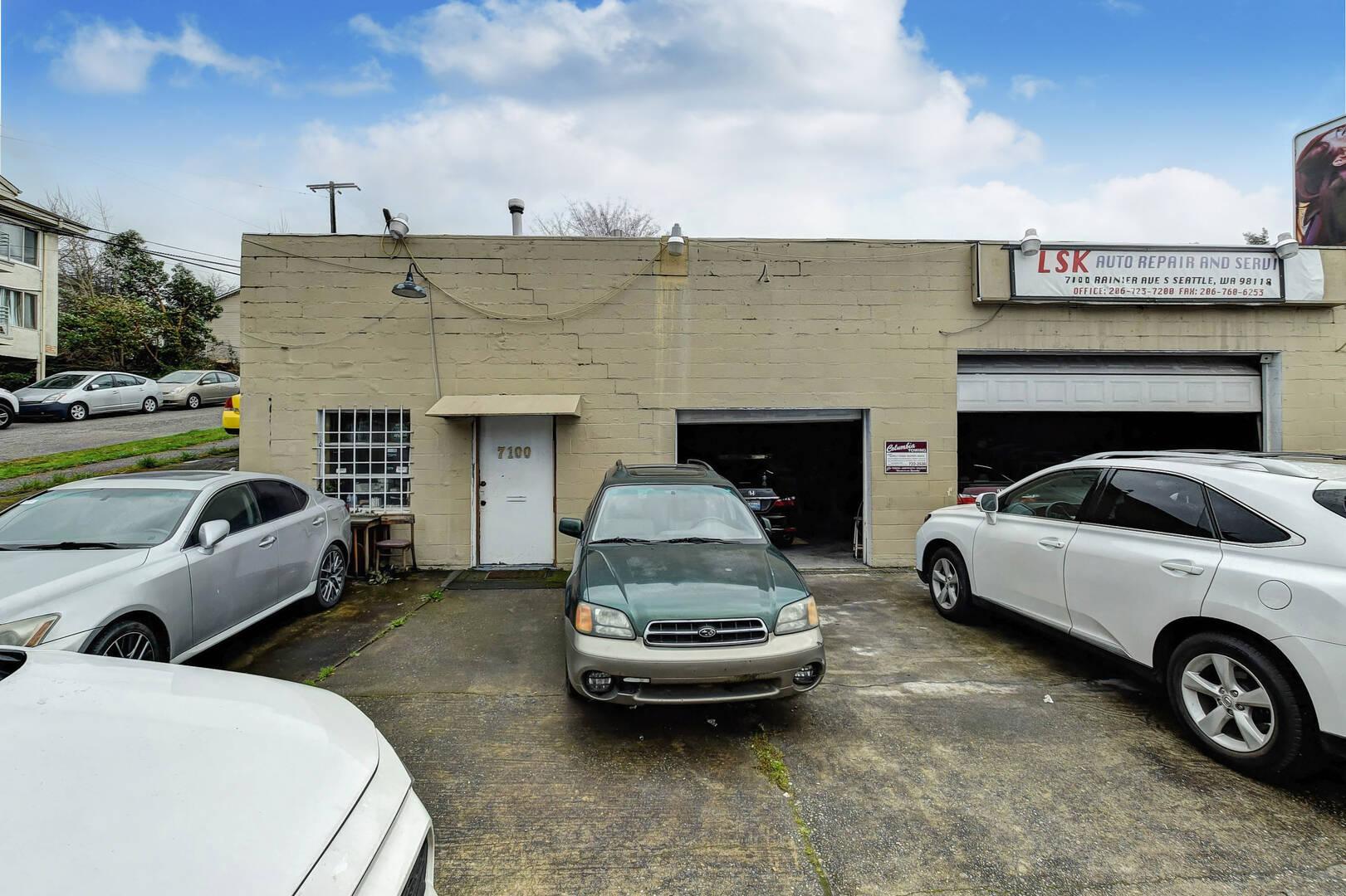 7100 Rainier Ave S Seattle, WA 98118