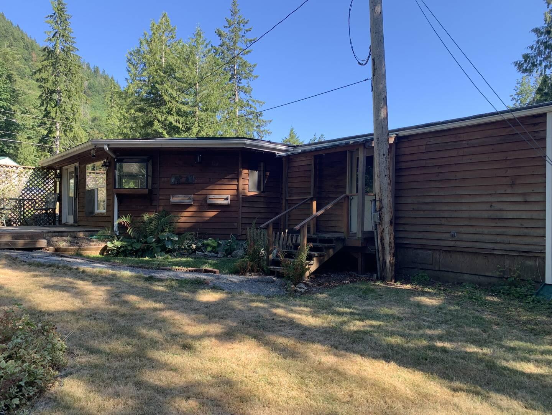 7977 Santa Fe Trail, Maple Falls, WA 98266